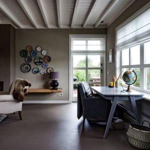 Sfeerbeeld van het woon-en werkgedeelte in een huis in Nobelhorst